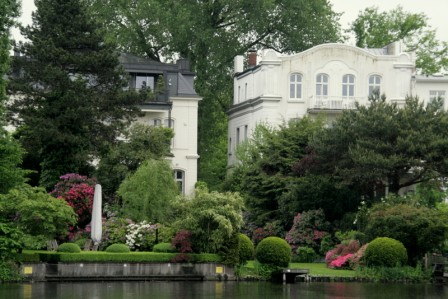 Hambourg_au_bord_du_canal_maisons_cossues_26-05-2013_14-02-39_26-05-2013_14-02-39.JPG