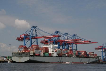Hambourg_le_port_porte_container_28-05-2013_11-53-59.JPG