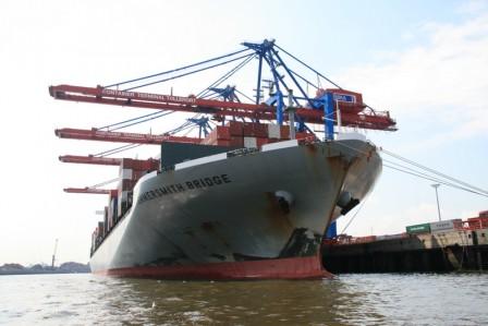 Hambourg_le_port_porte_container_2_28-05-2013_11-57-27.JPG